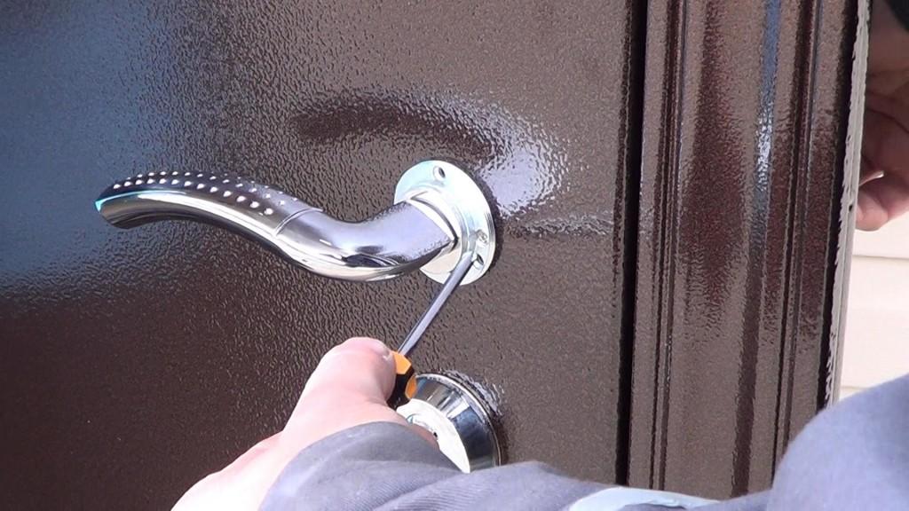 Как установить наружную дверь