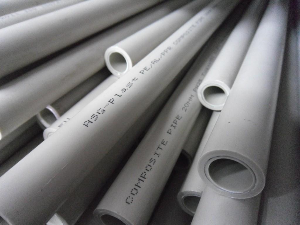 Композиты выходят вперед: металлические и пластиковые трубы