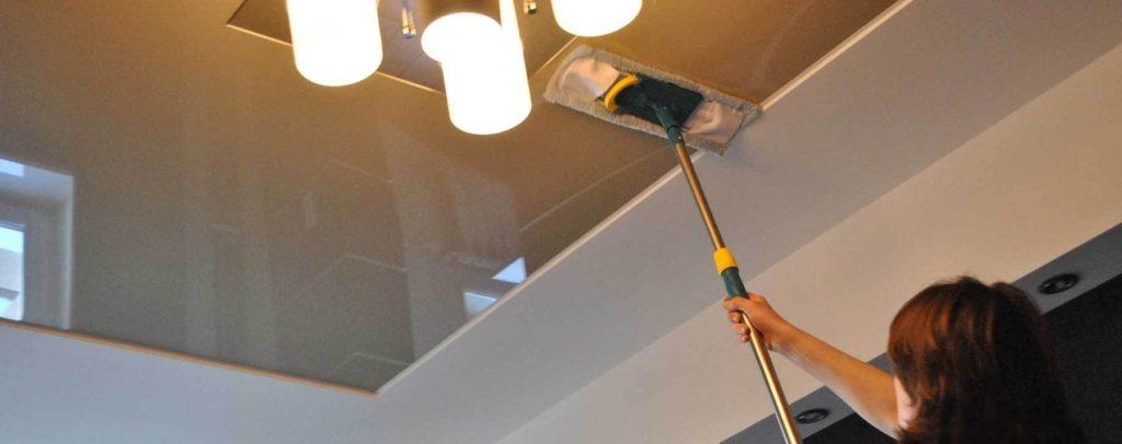 Уход за глянцевыми потолками