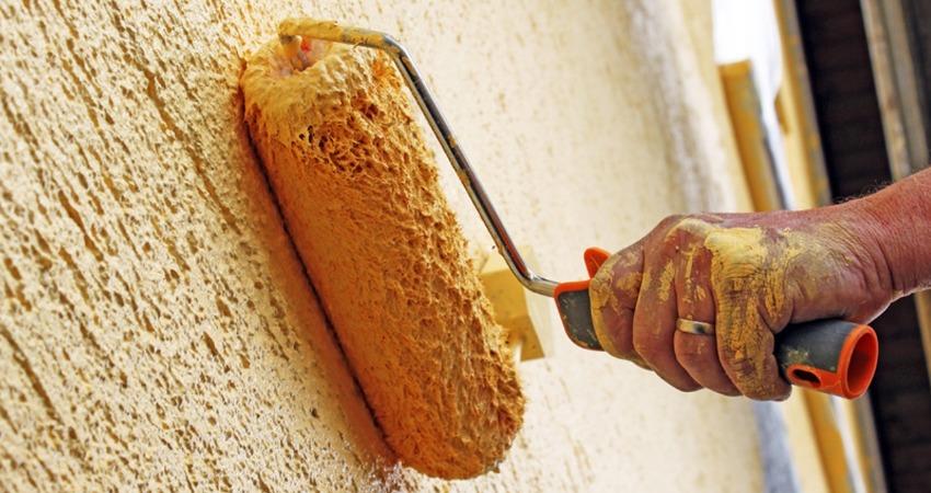 Как самостоятельно нанести декоративную штукатурку на стены