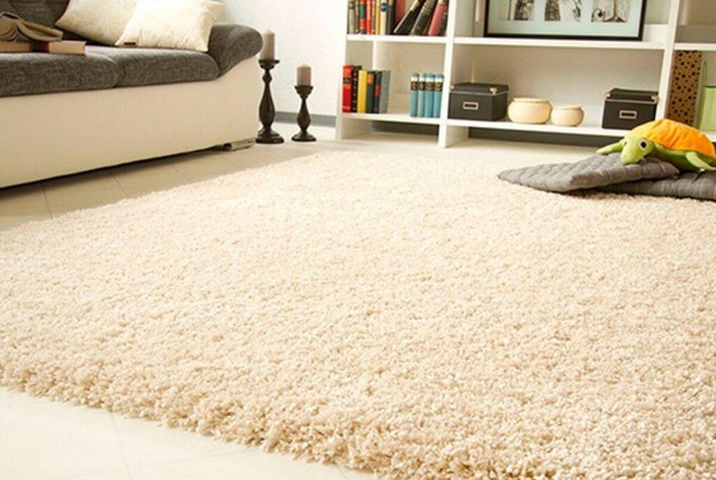 Как почистить ковер в домашних условиях быстро и эффективно, чтобы не было грязи и запаха?