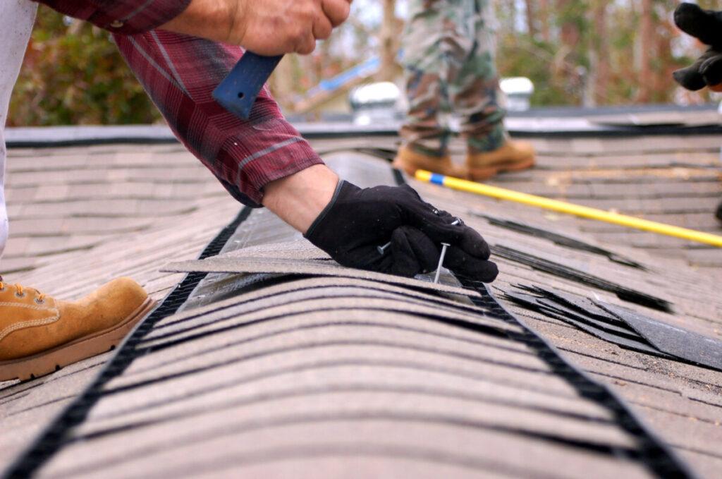 Как часто следует чистить и обслуживать крышу дома