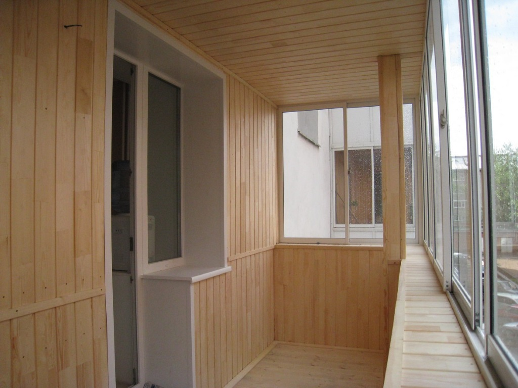Как объединить комнату и балкон