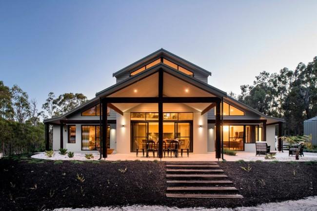Каркасный дом на возвышенности