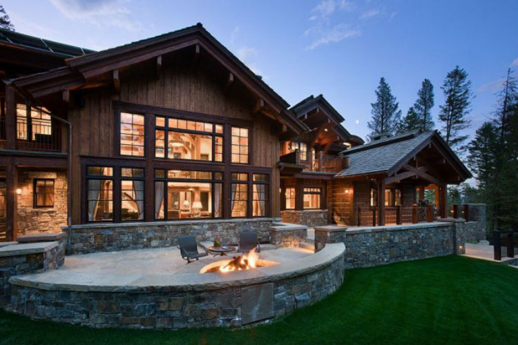 Уютный каркасный дом с двориком